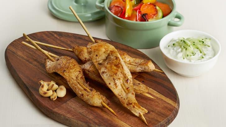 Grillet kyllingspyd og bakte grønnsaker
