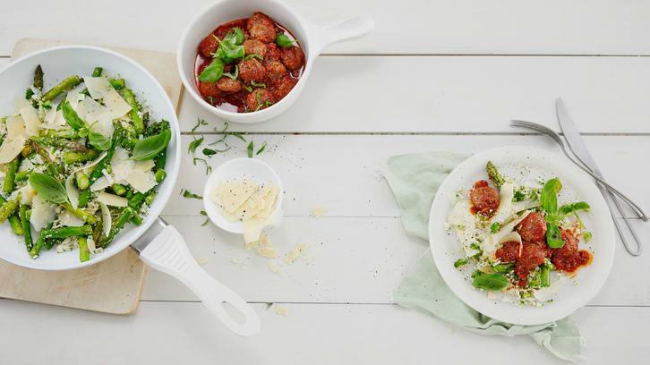 Kjøttboller med blomkål, brokkoli og asparges