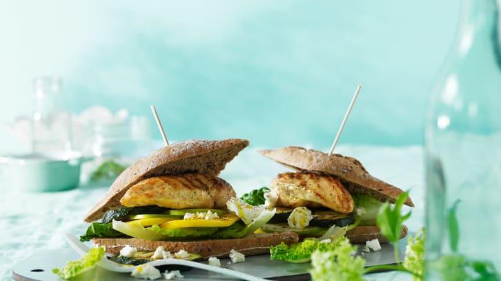 Kyllingburger med mango og fetaost