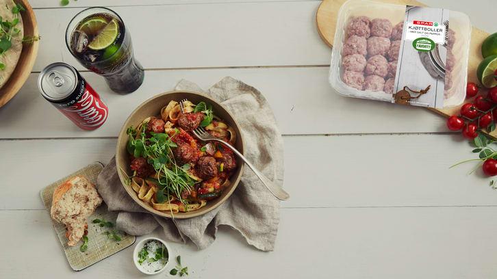 Kjøttboller med ratatouille og pasta