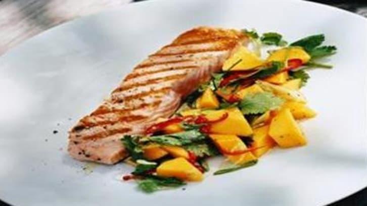 Grillet laks med mango og lime