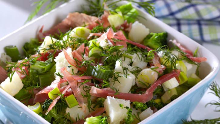 Salat med poteter, brokkoli og dill