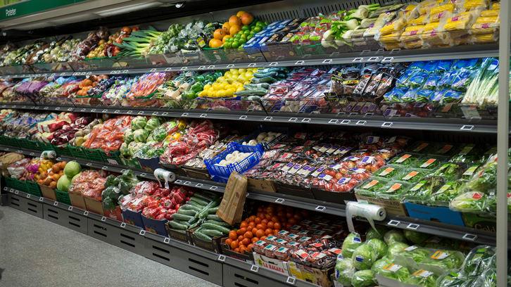 Hvorfor er så mye frukt og grønt pakket i plast?