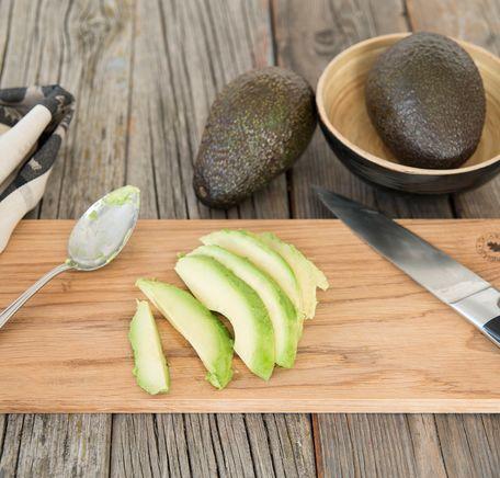 """Illustrasjonsbilde for """"Slik skreller du en avokado"""""""