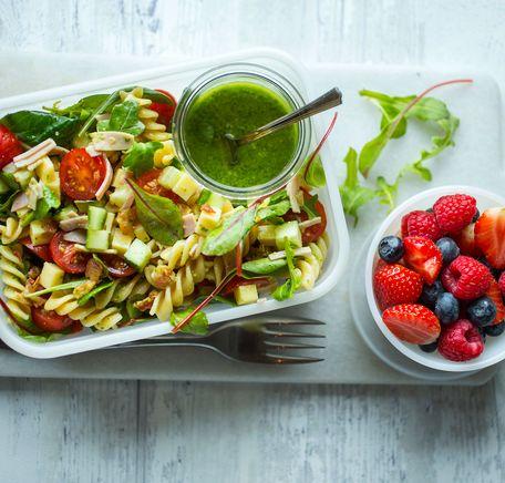 """Illustrasjonsbilde for """"5 sommerlige pastasalater du må prøve nå!"""""""