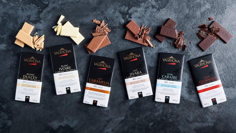 Hos Jacob´s finner du et stort utvalg av Valrhona sjokolade innenfor alle de tre hovedtypene; mørk, melkesjokolade og hvit.