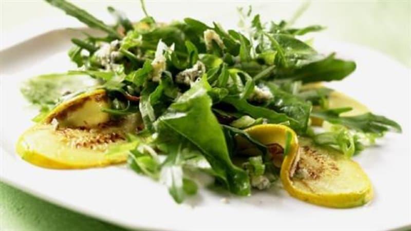 Stekt squash med spinat og blåmuggost