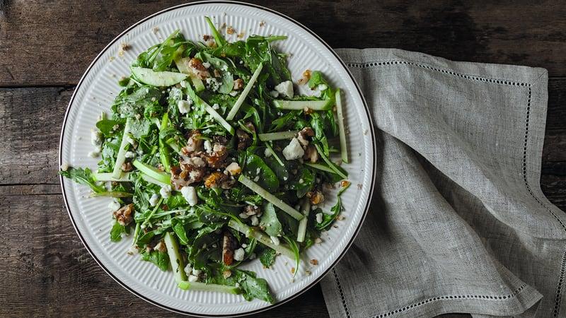 Frisk salat med blåmuggost