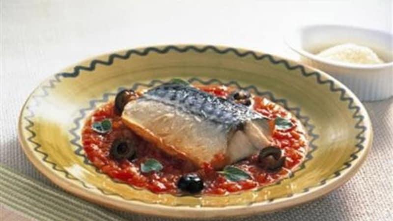 Makrell med tomat- og basilikumsaus
