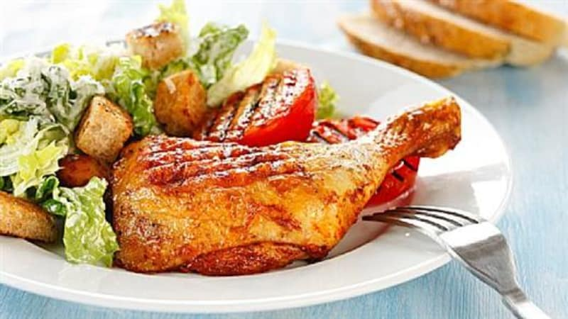 Grillet kyllinglår med Cæsarsalat