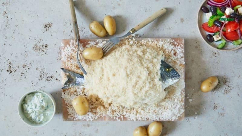 Saltbakt Dorade med gresk salat og tzatziki