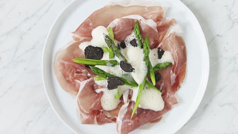 Asparges med Toscanaskinke og trøffelskum