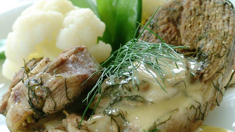 Kokt lammekjøtt med dill