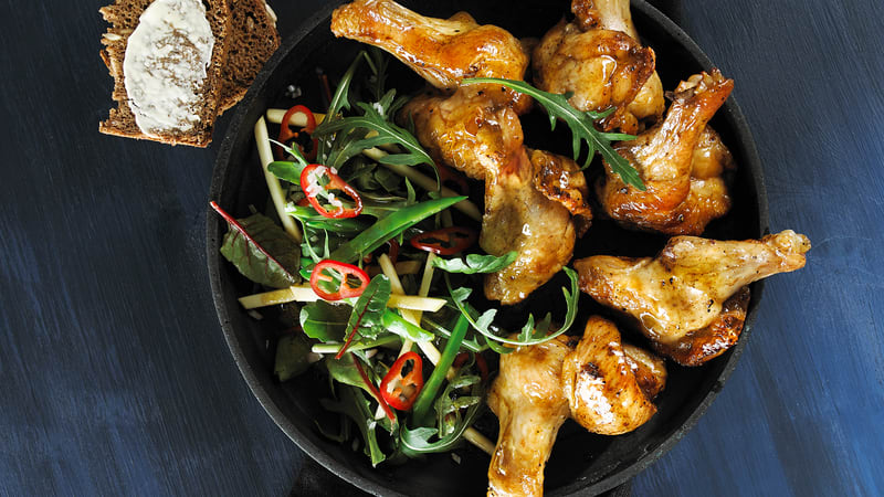 Kyllingklubber med salat