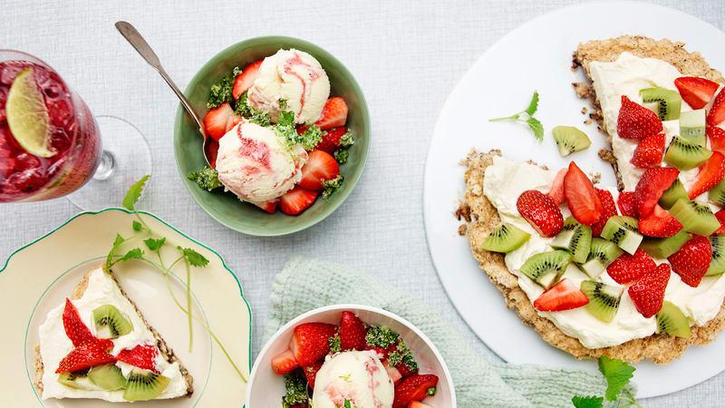 Nøttekake med bær og frukt