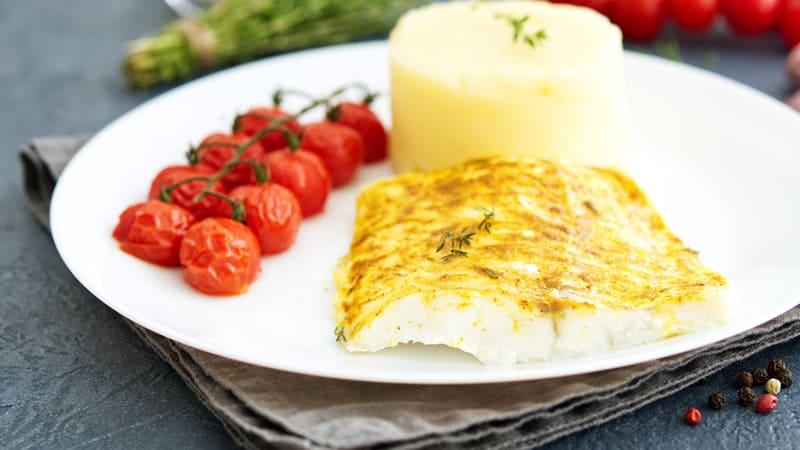 Stekt torskefilet med sellerirotpuré og tomatvinaigrette
