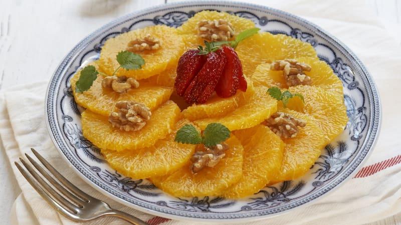 Appelsinsalat med valnøtter