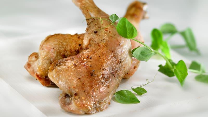 Kyllingconfit med byggrynsalat