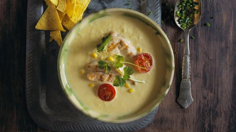 Maissuppe med kyllingfilet og cherrytomat