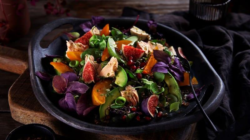 Salat med quinoa, kalkun og persimon