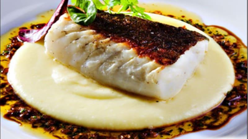 Skinnstekt skrei eller torsk med potetpuré og soyasmør