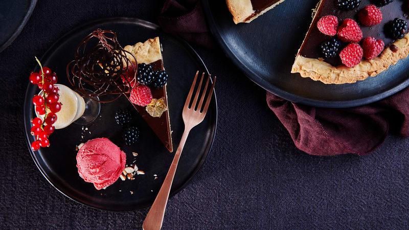 Sjokoladeterte m/ moccashot og bringebær