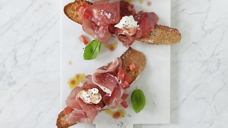 Bruschetta med Toscanaskinke og burrata