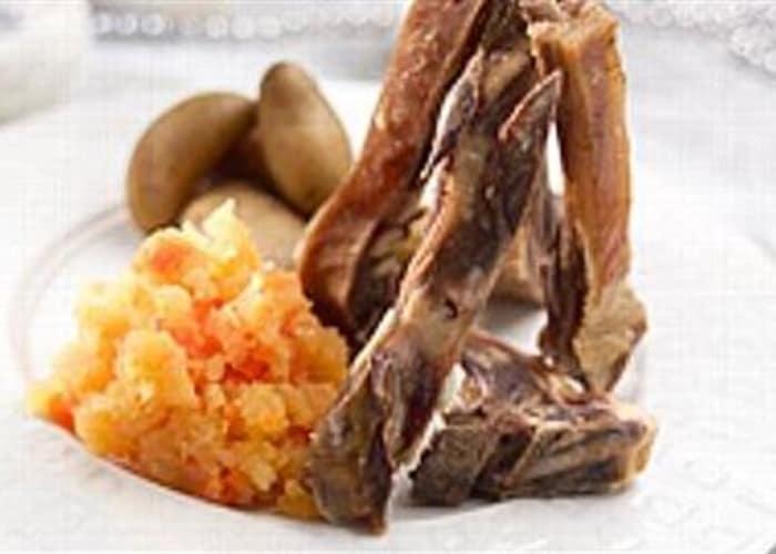 Pinnekjøtt med mandelpoteter og kålrabistappe