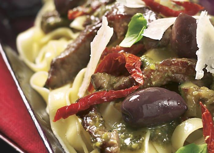 Biffstrimler med pasta og pesto