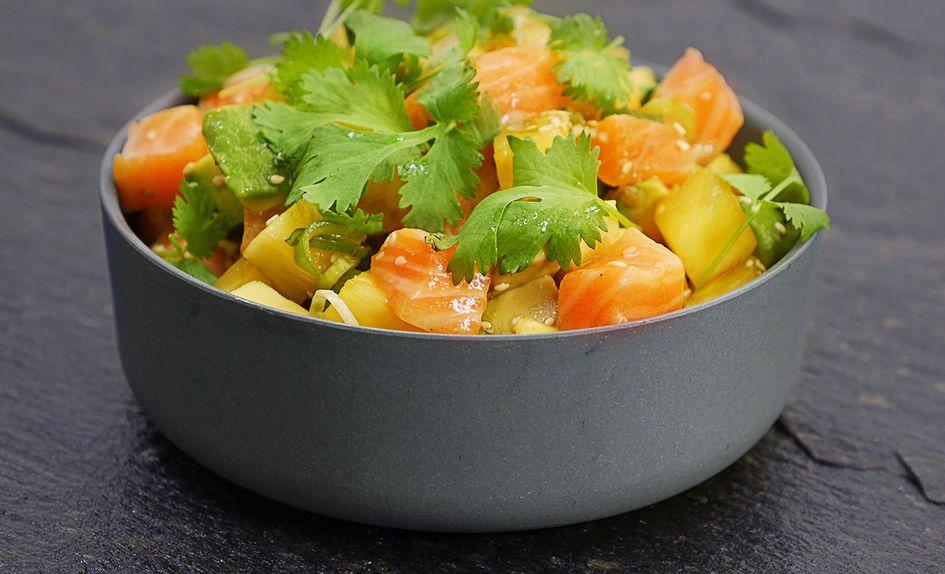 Poke salat med laks og ananas