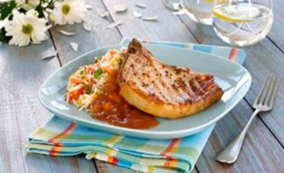 Sommerkoteletter med tropisk rissalat