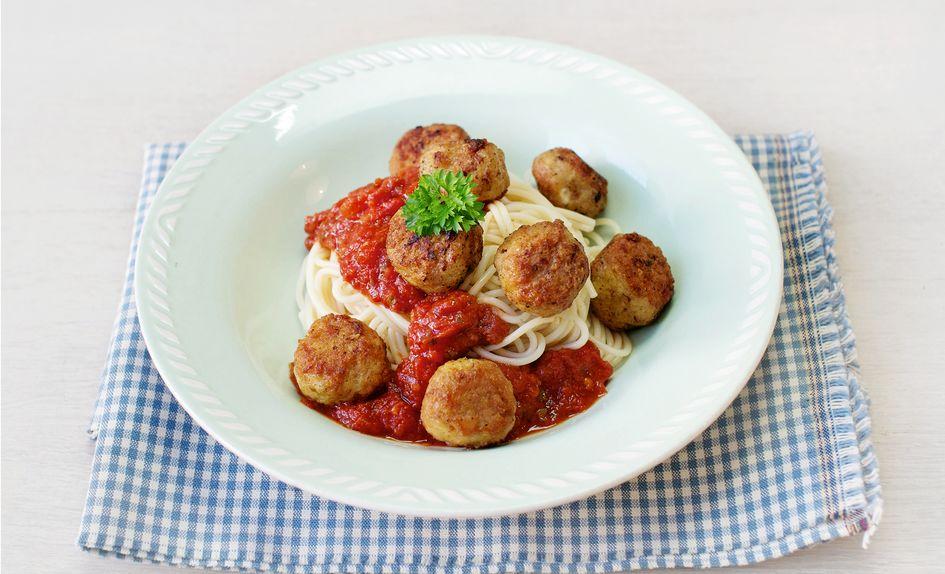 Spagetti med kylling- og parmesanboller