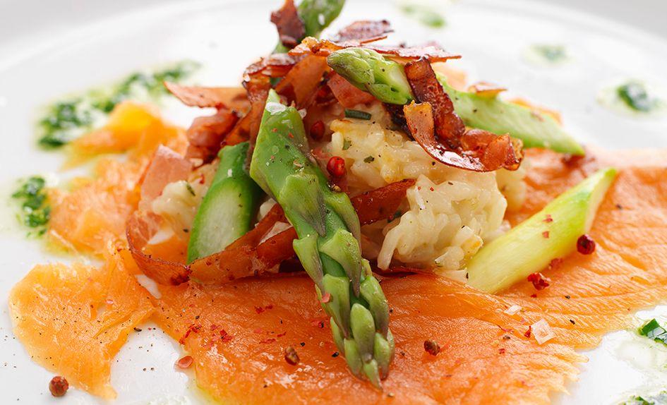 Risotto med spekeskinke, røkelaks og asparges