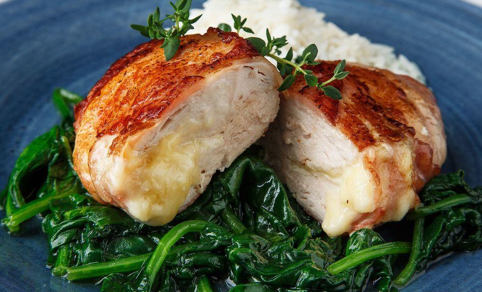 Baconsurret kyllingfilet med brie
