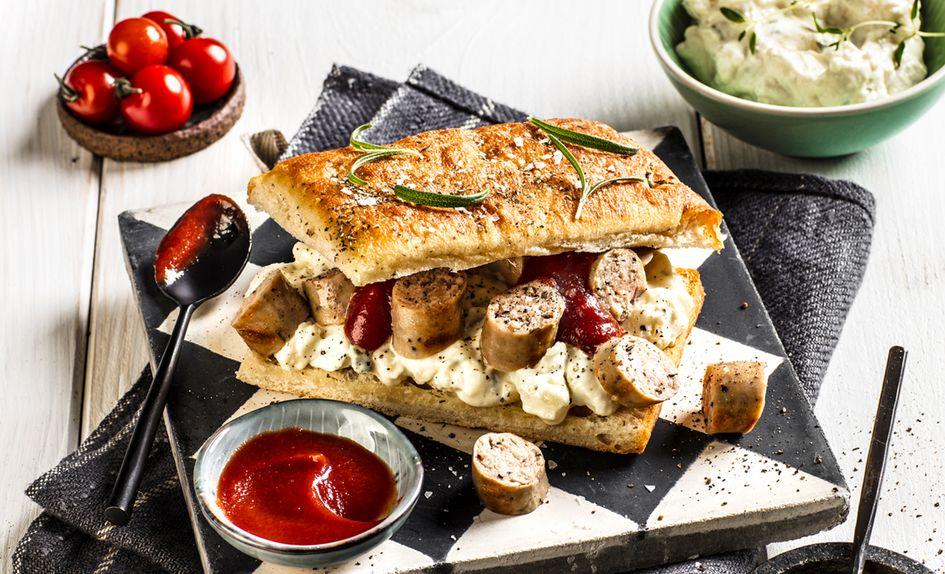 Pølse i focaccia brød med potetsalat