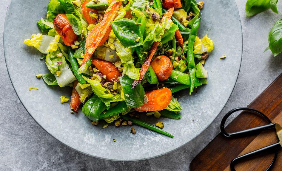 Salat med gulrøtter, bønner og avokado