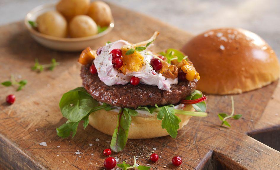 Lammeburger med kantareller og tyttebærkrem