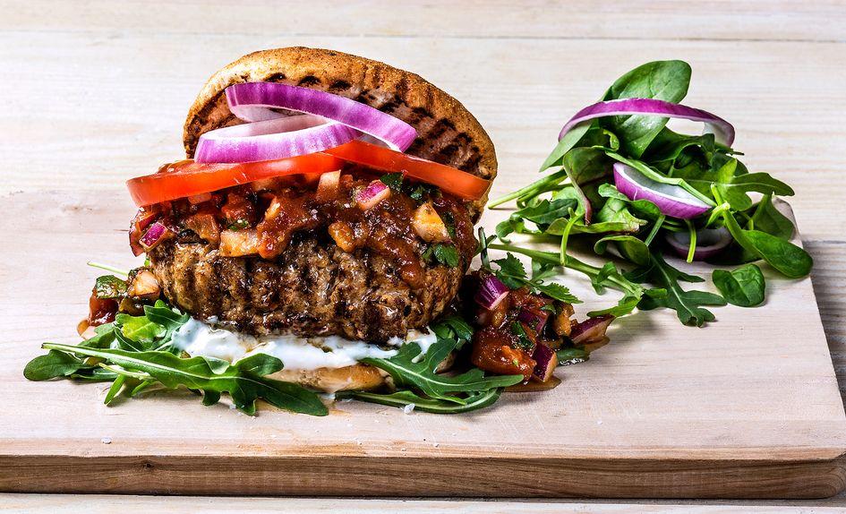 Svineburger med parmesan og chili