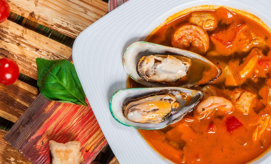 Fisk og skalldyrsuppe med safran