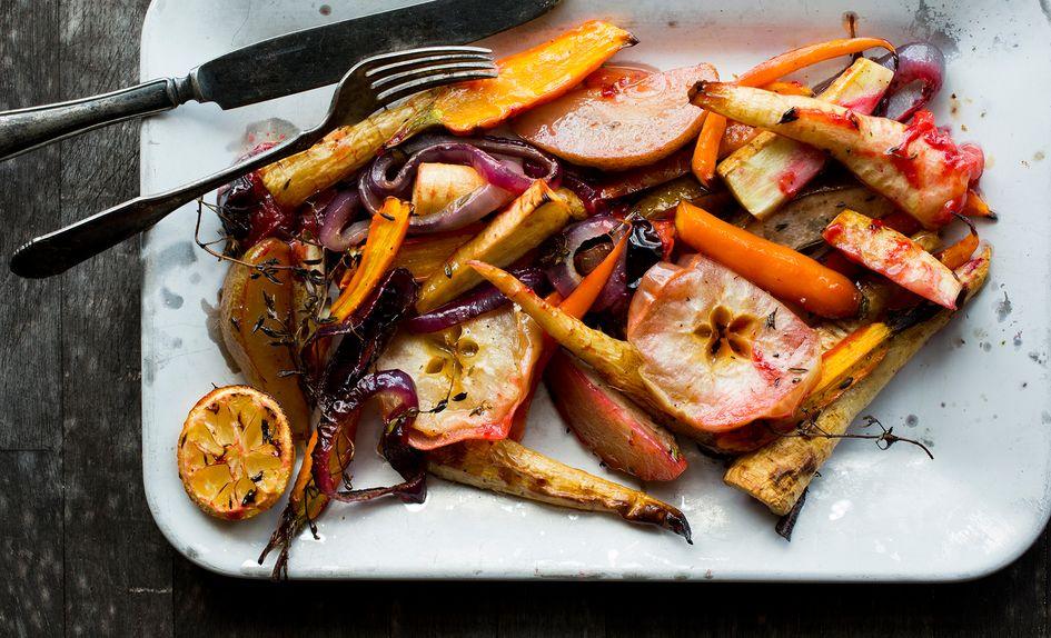 Bakt høstsalat med frukt og honning