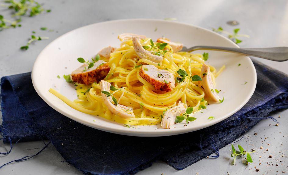 Pasta med grillet kylling og fløtesaus