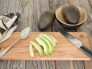 Slik skreller du en avocado