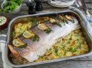 Hel laks med sitron, urter og potetskiver