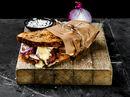 Ostesmørbrød med kylling, brie, soltørket tomat og bacon