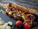 Flat Iron biffsandwich med stekt løk og sennepsmajones