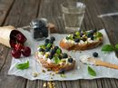 Ricotta med blåbær og pistasj
