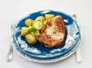 Svinekoteletter med lun fransk potetsalat