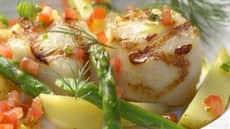 Grillet kamskjell med asparges