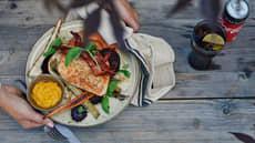 Klippfisk med baconskiver, parmesankrem og ovnsbakte rotgrønnsaker