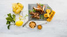 Spareribs med maiskolber og spicy coleslaw